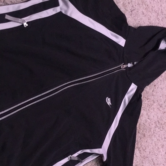 Nike Tops - Nike sweat shirt